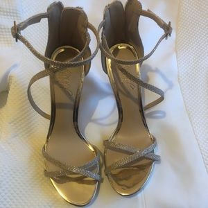 Jewel Badgley Mischka Gold Glitter Heels NWT 6.5